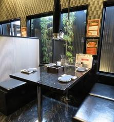 半個室のボックス席なので、カップルでのご利用ではカップルシートとしてもお食事をお愉しみ頂けます。
