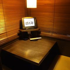 2名様の個室は仲の良いご友人やカップルでのご利用がおすすめです♪誰にも邪魔されず、ゆったりとお過ごし下さい。またその他の席タイプや広さのお席もございますので、是非お気軽にご相談くださいませ。【渋谷桜丘 渋谷南口 焼肉 居酒屋 個室 貸切】