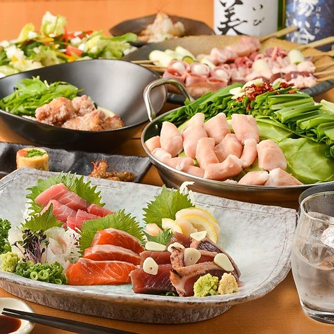 焼き鳥×もつ鍋×手作り料理×日本酒の専門店!店内は木のぬくもりが落ち着く♪