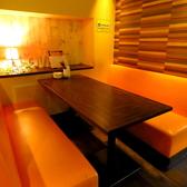 6名様用のソファ席!ライトダウンされた店内はデートにもお勧めです。
