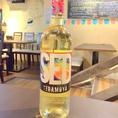 ~ワインのご紹介3~【セッ デ トラモージャ】「SED」を直訳すると「渇望」という意味。どんなときでも飲みたくなるような気軽なワインにしたいと名づけました。辛口の白ワイン(税抜3800円)