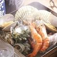 【海の幸をふんだんに使用!!その名も「海宝箱」】魚介の旨味が凝縮~!!牡蠣・ホタテ・サザエ・白蛤・あさり・いか・海老をカンカンの中でふっくら蒸しあげます!!蓋をあければ海の香りが食欲を増進させること間違いなし♪