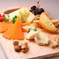 料理メニュー写真本日チーズも盛りあわせ