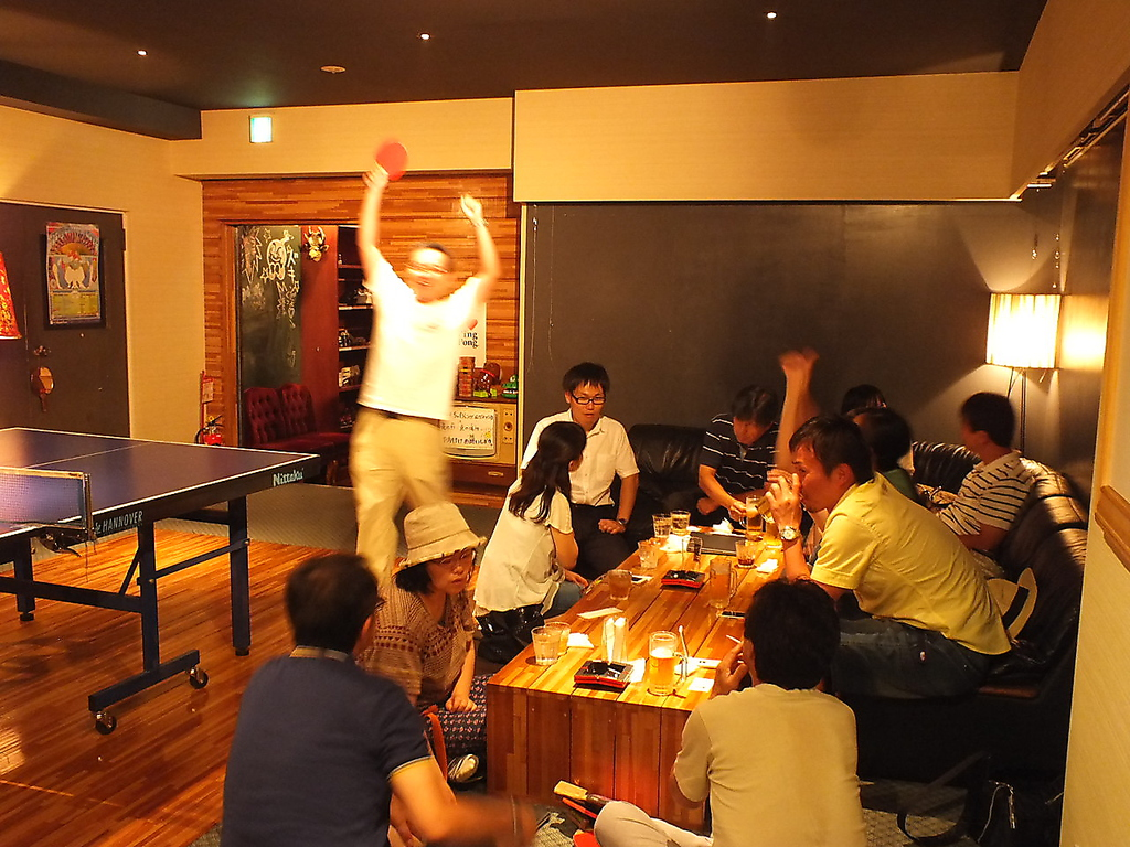 お酒を飲みながらの卓球は予想以上に盛り上がります♪