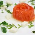 料理メニュー写真薄切りトマトのバラのカプレーゼ