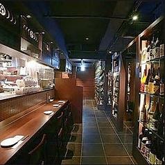 デートで利用したり、お一人でお仕事帰りにふらっと立ち寄ったり、お気軽にご利用できるお席です。カウンターならではの目の前でお料理が作られる瞬間を楽しめることができます。蒲田で居酒屋をお探しでしたら是非、芋蔵 蒲田西口店をご利用くださいませ。