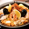 ◆スペイン名物「魚介のパエリア」3500円(税抜)~◆スペイン料理といえば…「パエリア」も魚介をはじめ、季節のおすすめ食材を用いてご用意。2名様~のご注文。大人数で分け合いながらお召し上がり頂くのもおすすめ♪