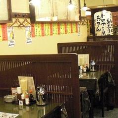 ほっこり落ち着ける、どこか懐かしい雰囲気の店内でごゆっくりお食事をお楽しみください。