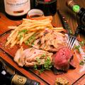 料理メニュー写真牛・豚・鶏の3種盛りプレート(350g)