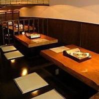 【2階:半個室空間!】2階のテーブル席は仕切りで半個室