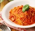 料理メニュー写真モッツァレラとベーコンのトマトソース