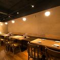 様々なレイアウト可能なテーブル席は最大20名様のご宴会も可能です。店内貸切は55~70名様でご利湯いただけます。