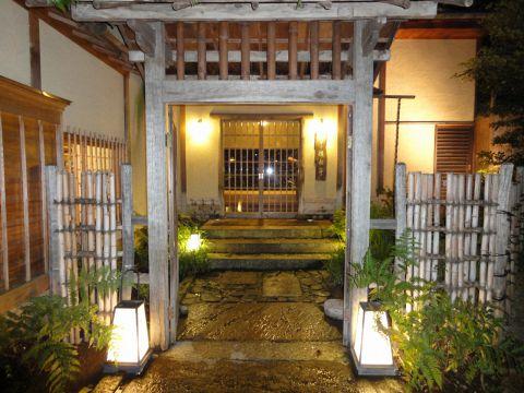 上野の杜のライトアップを眺めながらお食事を
