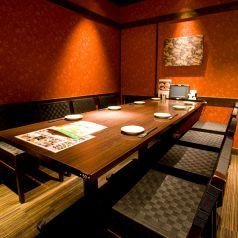 8名様までご利用可能なテーブル席の個室です。ご宴会でのご利用なら飲み放題付きのコースがおすすめ!上質な和牛とこだわりの和食を盛り込んだ宴会コースは全7品3500円~ご用意しております。人数、ご予算などに合わせてお選びください。