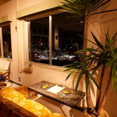 【京都の景色・夜景×3名様ソファー席】3名様横並びで楽しめる京都の景色を望めるソファータイプのお席。