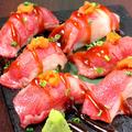 料理メニュー写真国産黒毛和牛【炙り肉寿司】
