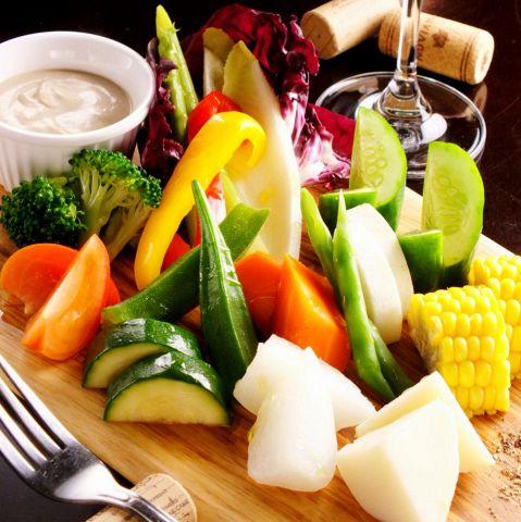 ≪女性に大人気≫日頃の野菜不足をバーニャフレッタで補いましょう!とろとろのバーニャソースで食べればお酒のおつまみにもピッタリ!お手軽にお召し上がりいただける内容です!