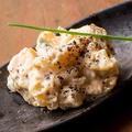 料理メニュー写真名物燻製ポテサラ