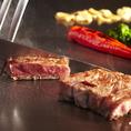 日本全国から選りすぐった最高級の黒毛和牛カウンター席の目の前の鉄板で丁寧に調理致します。その他厳選した旬の食材を贅沢に使用し、熟練の鉄板焼シェフ達が最高のおもてなしをいたします。ご接待などの大切なお席に最適なコース料理からもご堪能いただけます。