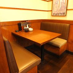 お友達やご家族とのお食事にもおすすめ◎会話の弾むボックス席で楽しいひと時を♪