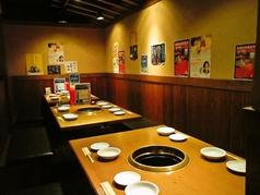 ご家族でのお食事にもピッタリな6名様掛けのテーブル席もございます。