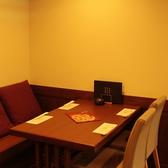 テーブル席も完備!4/6/10名と多彩にご用意可能!