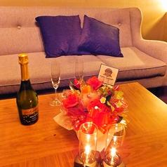 VIP感のあるソファー席でお寛ぎ頂ける完全個室。少人数のパーティーに最適です♪
