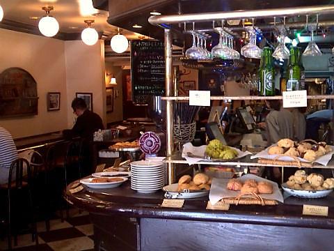 渋谷スペイン坂で30年以上愛されている老舗カフェ&バー。チャージ代なし・団体もOK