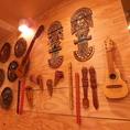 ペルーの伝統的な楽器が飾られています!