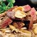 鉄板で焼く◎自慢のお肉料理も