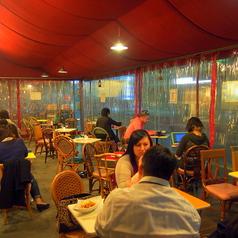 防寒テラス席:2~4名テーブルを多数ご用意しております。