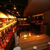 ランプの光で照らされるシックな空間はお食事・デート・合コン・女子会に最適なお席です。