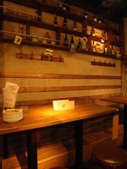 店内奥のテーブル席は、ゆったりお食事とワインを楽しめます!