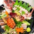 【テイクアウトできます】!新鮮な海鮮丼やいくら丼、特大エビフライ、まぐろカマ煮など人気の単品料理のテイクアウトが可能です。お家でゆっくり美味しい海鮮料理を♪
