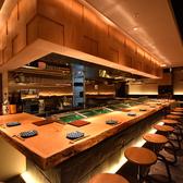 落ち着いた和の雰囲気の中でお楽しみください。自慢のお料理を和モダンな空間でお楽しみください。