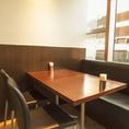 テーブル席は自由自在にレイアウト変更可能☆
