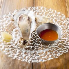 料理メニュー写真生牡蠣 マンゴーチリとビネガーソース