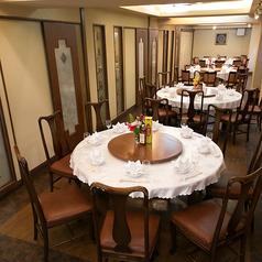 1部屋に11名までの円卓が1卓、全部で4部屋。人数に合わせて隣部屋との壁を開放でき、大人数でも広々とご利用いただけます!最大44名様まで、大勢で円卓を囲む中華は中国旅行の雰囲気をお楽しみいただけます!