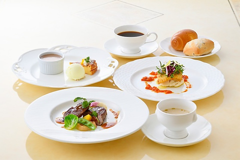 【Lunch限定】Amical〜アミカル〜本日の白身魚のポワレ/牛ロースのステーキ…全6品1600円