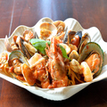 料理メニュー写真魚介たっぷり赤のペスカトーレ