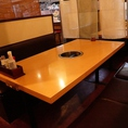 6名様用のテーブル席も完備!
