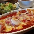 料理メニュー写真スパイシー餃子グラタン (トマトソース)