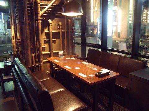 《4~6名様テーブル席》デート、女子会、合コン、宴会など様々なシーンに。