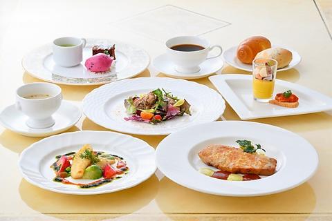 【Lunch限定】Mistral〜ミストラル〜本日の白身魚のポワレ/選べるメインのお肉料理…全8品2600円