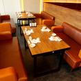 【4名様席】ゆったりと寛げるソファー席が人気。自然と会話も弾みます。
