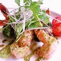 料理メニュー写真海老とブロッコリーのガーリックソテー、バジルドレッシング