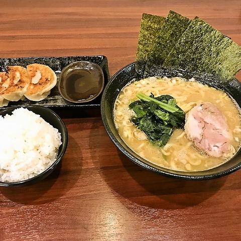 鶴間駅から徒歩1分!自慢の100%豚骨スープ!ランチ、ちょい呑み大歓迎!