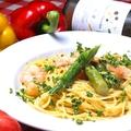 料理メニュー写真エビとアスパラガスのウニクリームソース 生スパゲッティ