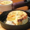 料理メニュー写真丸ごとカマンベールのオーブン焼き