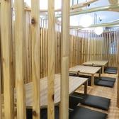 最大14名様まで収容可能な柱に囲まれたお座敷掘り炬燵席。仕切りを下して半個室にもできます◎